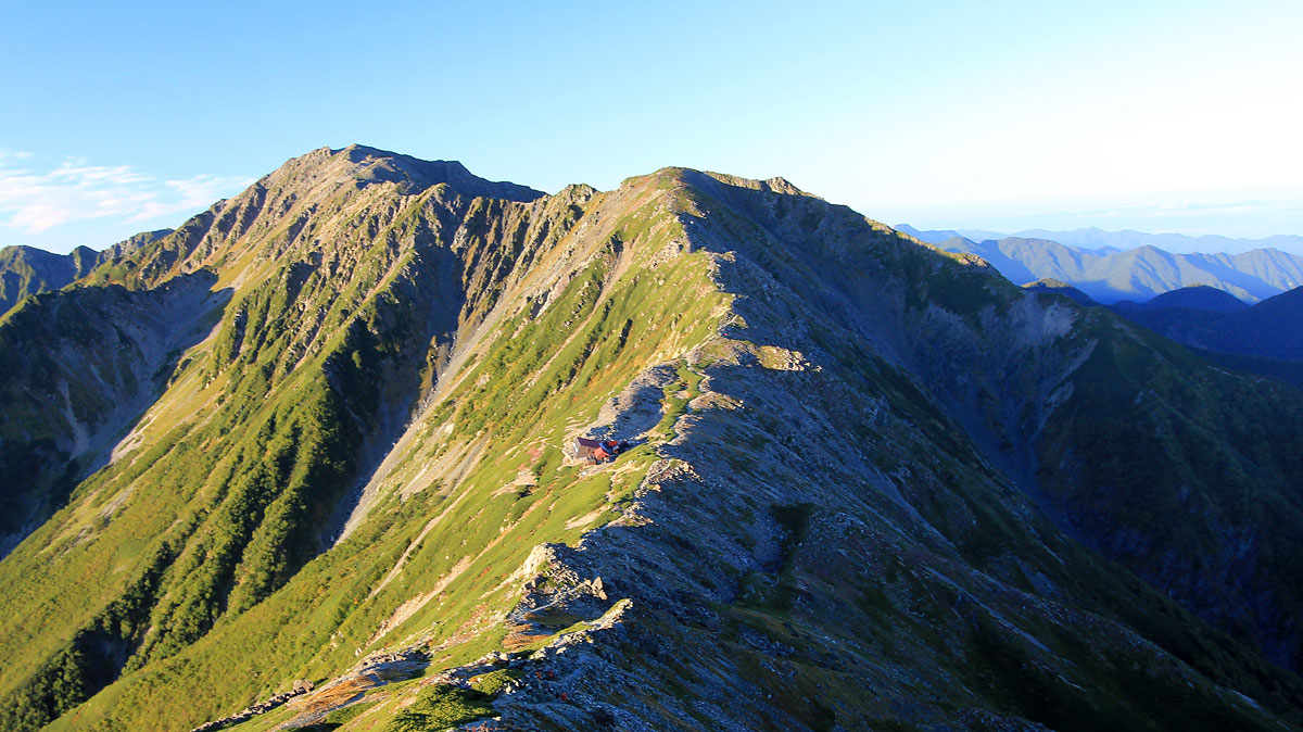 北岳方面から見た北岳山荘