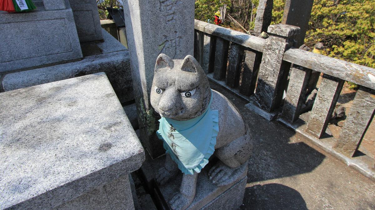 三峯神社奥の院の狛犬